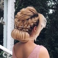 Long Hairstyles For Women - My list of women's hairstyles Work Hairstyles, Braided Hairstyles, Updos Hairstyle, Hair Upstyles, Hair Videos, Hair Hacks, Bridal Hair, Curly Hair Styles, Hair Makeup