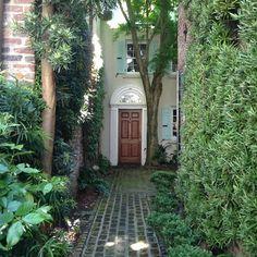 kelscity:  Secretive alleys in Charleston, SC