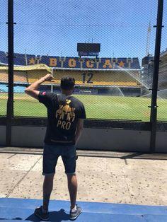 Nuestro genio Damian desde la cancha de Boca en buenos Aires !! Que grande nuestra gente desde Sudamérica !! Dale amigo !! Grande, Sports, South America, Pura Vida, Attitude, Buenos Aires, School, Hs Sports, Excercise