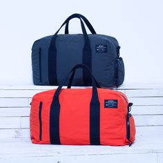 Discover our gym bag made from recycled plastic bottles and ready to wear, with multi pocked to help you in your training day