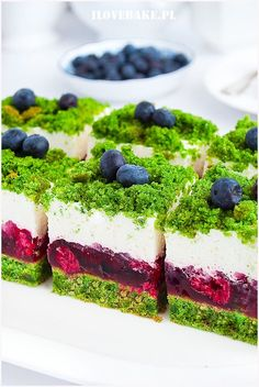 Forest moss cake with raspberries - I love baking Forest moss cake with raspberries – I love baking Ciasto leśny mech z malinami – I Love Bake 90 Source by berberys Moss Cake, Diy Dessert, Spinach Cake, Cookie Recipes, Dessert Recipes, Dog Cakes, Polish Recipes, Cake Decorating Techniques, Sweet Cakes