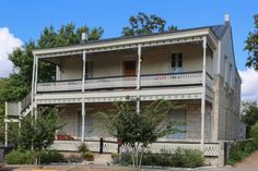 Built in the 1860's- Absolute Charm Luxury Bed and Breakfast Reservation Service Fredericksburg, Texas - Lincoln Street Inn Launch Page