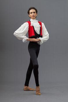 Completo per danza Don Chisciotte Tuta aderente in lycra 190 gg (80% poliammide 20% elastane) con scollatura ampia, camicia in misto seta (100% poliestere), gilet in lycra corto con bordo in contrasto, bavero con voillant in pizzo bianco COLORI DISPONIBILI: COME FOTO