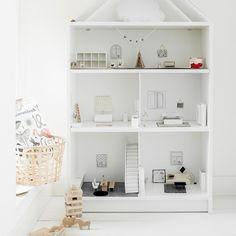 1,784 vind-ik-leuks, 35 reacties - IKEA Nederland (@ikeanederland) op Instagram: 'Wat een poppenkast! #DIY je #BILLY kast naar een @aprilandmay poppenhuis met stijl. #kinderkamer…'