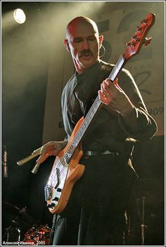 Tony Levin - my all time favorite bass player ♥