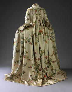 France, époque Louis XV – Robe à la Pompadour – Musée des Tissus de Lyon – Photo Pierre Verrier