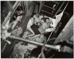 Children on Fire Escape, by Weegee. [[MORE]] The hot weather last night took Weegee, the photographer, to the lower East Side, where he found these children sleeping on a tenement fire escape at. Weegee Photography, Social Photography, White Photography, Landscape Photography, Old Pictures, Old Photos, Vintage Photographs, Vintage Photos, Fotografia Social