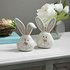 hoppy easter Show your Springtime festive side with our Easter Bunny Head Statues! This fun duo is sure to be a fantastic Easter dcor addition! Set includes two statues Pottery Animals, Ceramic Animals, Hoppy Easter, Easter Bunny, Head Statue, Painted Gourds, Pottery Techniques, Easter Crafts, Easter Decor