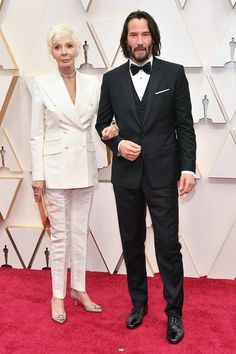 Stars shone bright at the Academy Awards on Sunday afternoon despite rain drenching the red carpet. Renee Zellweger and Charlize Theron brought glamour in classic black and white gowns. Brad Pitt, Lilly Singh, Renee Zellweger, John Wick, Keanu Charles Reeves, Spike Lee, Actrices Hollywood, Jane Fonda, Celebrity Look