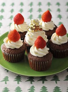 クリスマスデコレーションカップケーキ by 明治十勝フレッシュ [クックパッド] 簡単おいしいみんなのレシピが231万品