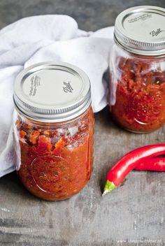 Zelf sambal manis maken - Season with love Spice Mixes, Vinaigrette, Sauces, Mason Jars, Seasons, Eat, Healthy, Dressings, Food