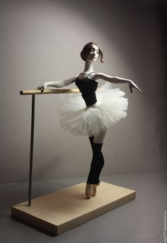 Ballet Class, Ballet Dancers, Ballet Moves, Leg Warmers Outfit, Porcelain Dolls Value, Fine Porcelain, Ballerina Doll, Ballerina Poses, Art Dolls