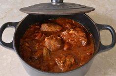 C'est une amie qui m'a fait découvrir la goulash il y a plusieurs année. Depuis, je la cuisine souvent car ce plat plait beaucoup. Il est réconfortant, facile et rapide à préparer. On peut le congeler et le préparer à l'avance. Comme de nombreux plat cuits en sauce, il est très bon réchauffé.Traditionnellement, on sert […]