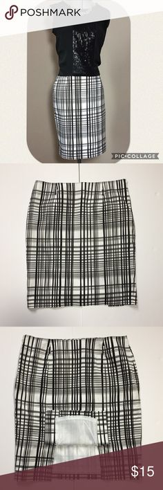 """🆕Listing: Apt 9 Bold Graphic Pencil Skirt Apt 9 Bold Black & White Graphic Pencil Skirt. Size 8 measures: 31"""" around top, 19"""" across hips, 20"""" long, 5"""" double back slit. Fully lined with side zip close. Has loops for a belt, not included. 97% cotton, 3% spandex. Lining is 100% poly. 1222/125/032817 Apt. 9 Skirts Pencil"""