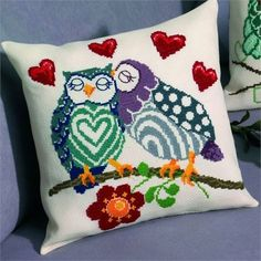 This Pin was discovered by Lyn Cross Stitch Pillow, Cross Stitch Bird, Cross Stitch Charts, Cross Stitching, Cross Stitch Patterns, Hand Embroidery Patterns, Embroidery Stitches, Handmade Pillows, Decorative Pillows