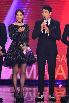 So Ji Sub and Shin Min Ah re-enact Oh My Venus dimple pop kiss at KBS Drama Awards