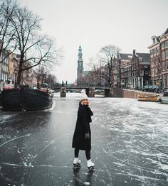 Bucket list: ice skating on the frozen canals in Amsterdam The Netherlands Amsterdam Travel Guide, Day Trips From Amsterdam, Amsterdam Canals, Amsterdam Netherlands, Weekend Trips, Weekend Getaways, Winter Getaways, Selena And Taylor, Winter Travel