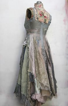 e413a985b4 Vintage 1950s dress - party dress   floral print   belle of the ball