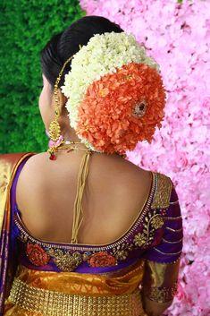 Indian Bun Hairstyles, South Indian Wedding Hairstyles, Bollywood Hairstyles, Easy Hairstyles For Long Hair, New Bridal Hairstyle, Bridal Hair Buns, Beautiful Buns, Indian Flowers, Blouse Designs Silk