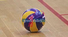 Κοντά προς την έξοδο άλλες δύο ομάδες Dio, Soccer Ball, Sports, Hs Sports, European Football, European Soccer, Soccer, Sport, Futbol