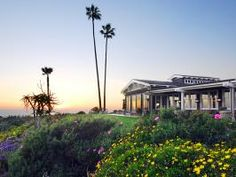 Situated on a coastal bluff in Laguna Beach's thriving arts community, Montage Laguna Beach combines the appeal and amenities of an ultra-luxury beachfront resort with the charm and stunning details of a Craftsman-style inn.