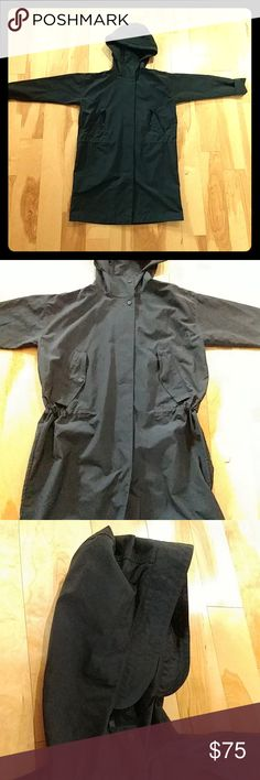 Everlane city anorak raincoat Awesome women's raincoat from everlane in excellent shape. Loved wearing it when I was in the city but I've moved and we don't get much rain.  https://www.everlane.com/products/womens-city-anorak-black Everlane Jackets & Coats Trench Coats