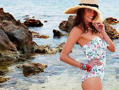 Baño de flores. El estampado más femenino del verano inunda los bañadores y bikinis de la firma Promise: http://www.estiloymoda.com/articulos/moda-bano-2015-promise.php