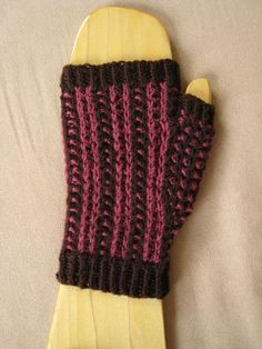 Gilly Bean Mitts via Craftsy
