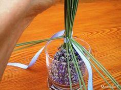 Tuto: Fuseau de lavande - Mamzelle P Lavender Wands, Lavender Crafts, Lavender Soap, Crafts For Girls, Diy For Kids, Victorian Decor, Garden Crafts, How To Make Wreaths, Dried Flowers