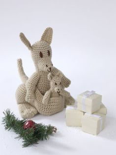 kangaroo with baby..free pattern