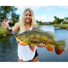 Best Fishing Lures, Fishing World, Fishing Videos, Fishing Life, Gone Fishing, Bass Fishing, Cute Country Girl, Mind Relaxation, Fishing Pictures