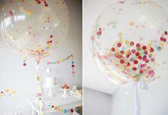 O balão de festa (ou bexiga) é o recurso mais prático que existe para decorar uma festa. No corre corre do dia a dia, nem sempre é possível viabilizar