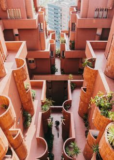 Photo 2 of 9 in Design Icon: 8 Avant-Garde Buildings by Ricardo Bofill from An Iconic Estate in Spain Inspired by a Utopian Sci-Fi Novel - Dwell Architecture Design, Amazing Architecture, Barcelona Architecture, Exterior Design, Interior And Exterior, Urbane Fotografie, Ricardo Bofill, Icon Design, Design Trends