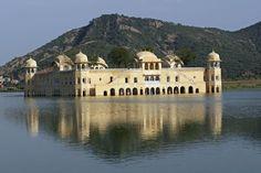 Palazzi storici sommersi: Jal Mahal #condominioeconomico www.studioragolia.it