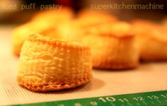 Why add cold water to a puff pastry recipe when you can add ice? See how it's done at home using the Thermomi kitchen machine. Thermomix Bread, Vol Au Vent, Puff Pastry Recipes, Savoury Recipes, Ice Cubes, Quiches, Baking, Buns, Pastries