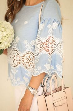 Blue and white lace top. Fashion blogger.