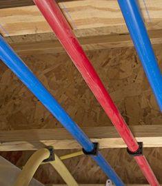 Las tuberías de polietileno reticulado, también conocidas como PEX son utilizadas en calderas y sistemas de calentamiento mediante agua. Material translúcido.  Ventajas: mismas características que las tuberías de CPVC pero soportan temperaturas mucho más altas (hasta 110 ºC) poseen una alta resistencia al impacto y a cambios bruscos de temperatura. Instalación sencilla. Se colorean en azul y rojo para denotar el paso de agua fría y caliente respectivamente. Warming Up, Boiler, Water