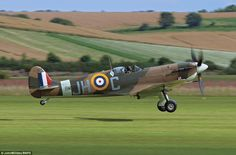 New book captures the last Spitfire's in stunning air to air action. Soaring into the skies above the green & pleasant land they so spectacularly fought to defend 76 years ago, they are the last of the few airworthy Spitfires left. Aircraft Photos, Ww2 Aircraft, Fighter Aircraft, Aircraft Carrier, Military Aircraft, Fighter Jets, Photo Avion, The Spitfires, Supermarine Spitfire