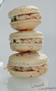 Macaroons with salmon rillettes Source by Vegan Dinner Party, Dinner Party Recipes, Macarons, Creative Food, Finger Foods, Gourmet Recipes, Food Porn, Yummy Food, Sauces