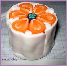 De voorbije dagen heb ik weer niet stil gezeten. Ik vond op de site van Angela Hickey een leuke tutorial om een flowercane te maken. Dat moest ik...