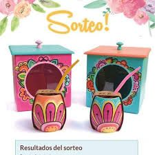 Imagen relacionada Painted Flower Pots, Painted Pots, Diy And Crafts, Arts And Crafts, Terracotta Pots, Clay Pots, Dremel, Designs To Draw, Flower Patterns