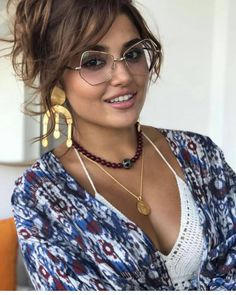 Hande ercel turkish TV show murat and hayat actress beauty image gallery cute and hot and bollywood item Indian model unseen latest very bea. Belleza Diy, Tips Belleza, Hande Ercel, Turkish Beauty, Beautiful Girl Image, Girl Photography Poses, Cute Beauty, India Beauty, Beautiful Celebrities