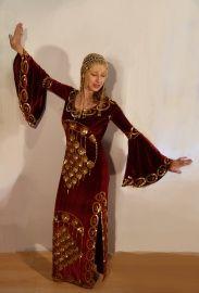 Baladi jurk bordeaux fluweel met goud uit Egypte - Modern Priestess dress gown