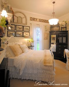 Easy Country Style Bedroom renovation ideas you can consider for your home Farmhouse Style Bedrooms, Farmhouse Bedroom Decor, Shabby Chic Bedrooms, Shabby Chic Decor, Bedroom Vintage, White Bedrooms, Bedroom Black, Farm Bedroom, Home Bedroom