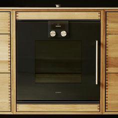 SkabRum, Kitchen in oak & steel. Oven by Gaggenau @gaggenau #kitchen #oak #steel #fingerjoint #oven #danishdesign #madeindenmark #design #furniture #oak #wood #fingerjoint #drawers #handcrafted #carpentry