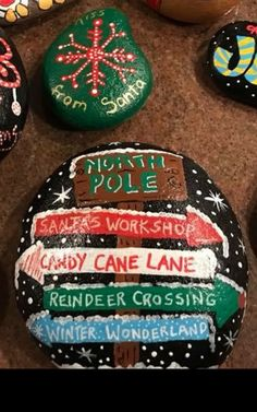 Painted Rock Ideas - Do you need rock painting ideas for spreading rocks around your neighborhood or the Kindness Rocks Project? Here's some inspiration with my best tips! Christmas Pebble Art, Christmas Rock, Christmas Signs, Christmas Crafts, Rock Painting Patterns, Rock Painting Ideas Easy, Rock Painting Designs, Stone Crafts, Rock Crafts