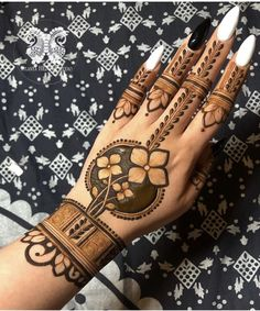 94 Easy Mehndi Designs For Your Gorgeous Henna Look Basic Mehndi Designs, Rose Mehndi Designs, Henna Art Designs, Mehndi Designs For Girls, Indian Mehndi Designs, Stylish Mehndi Designs, Wedding Mehndi Designs, Mehndi Design Pictures, Latest Mehndi Designs