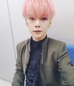 Hansol, stop having an adorable face so I can stop fangirling. No? I'll fangirl forever then.