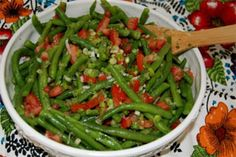 fresh green beans 1 bunch fresh dill 4 tomatoes, seeded and chopped 5 green onions, chopped 1 tablespoon dried dill 1 teaspoon salt 1 teaspoon pepper ¼ cup vegetable oil ½ cup red wine vinegar 1. Wash and cut green beans. Boil green beans for 10 minutes. (Try not to overcook.) Meanwhile, seed tomatoes, and...