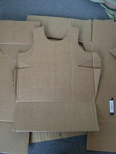 Cardboard Armor : 8 Steps (with Pictures) - Instructables Roman Soldier Costume, Knight Costume, Cardboard Costume, Diy Cardboard, Cultura Maker, Saint Costume, Carton Diy, Cultures Du Monde, Viking Armor